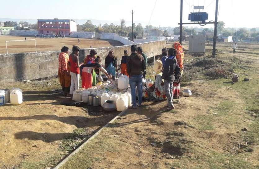 पानी का संकट, एक कुआं के भरोसे पूरा गांव