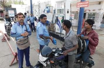 एक महीने में चार रुपए से ज्यादा घट गए पेट्रोल-डीजल के दाम