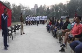 पीएम मोदी के बाद पुलिस कर्मिश्नर ने की चाय पर चर्चा, मीटिंग कर मांगे सुझाव