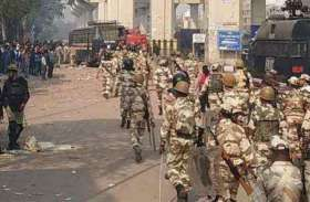 दिल्ली में दंगा: यूपी की सीमा सील, 16 जिलों में धारा 144 लागू, अर्धसैनिक बल तैनात