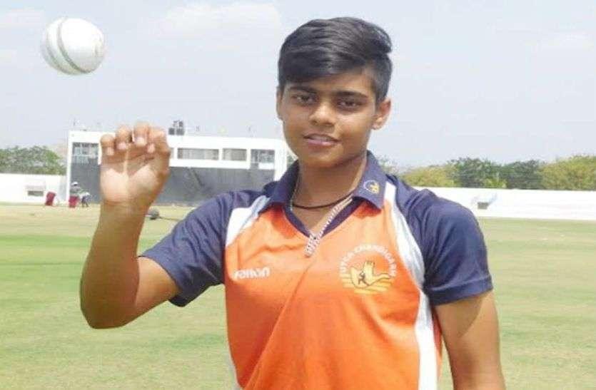 महज 16 साल की उम्र में किया बड़ा कारनामा, काशवी गौतम ने वनडे में हैट्रिक समेत झटके 10 विकेट