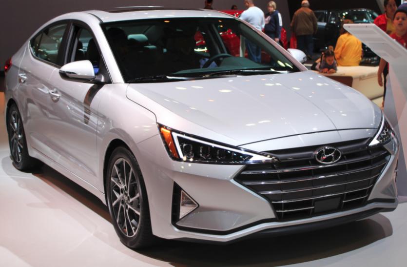 Hyundai Elantra पर मिल रहा है 2.5 लाख का बंपर डिस्काउंट