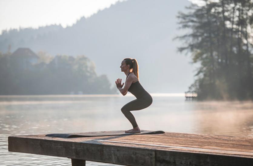 Yoga And Pranayam: इन योगासनों से मजबूत करें सिर से पांव तक की मांसपेशियां