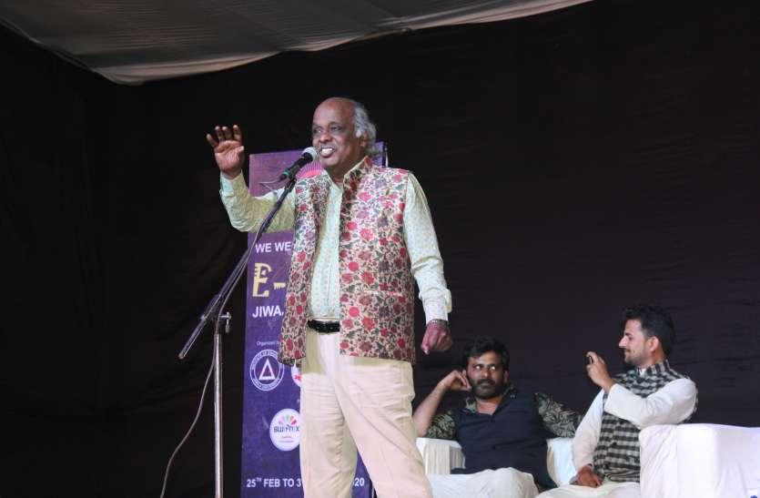 इंदौर में डॉक्टरों पर हुई पत्थरबाजी से बेहद दुखी हुए थे राहत साहब, कहा था- 'आज गर्दन शर्मिंदगी से झुक गई'