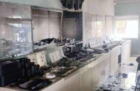 Photos : रेस्टोरेंट में आग से अफरा-तफरी