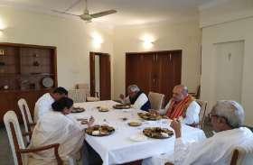 जब अमित शाह के साथ भोज में शामिल हुईं बंगाल की सीएम ममता बनर्जी