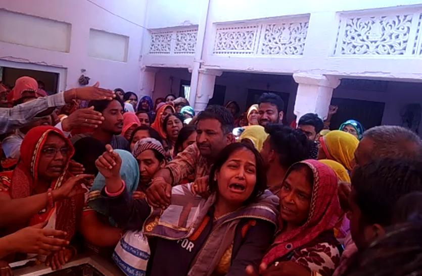 शहीद रतनलाल की पत्नी का सवाल, दंगाइयों के सामने पुलिसवालों को निहत्था क्यों खड़ा कर दिया जाता है