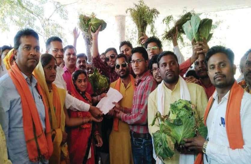 नौ सूत्रीय मांगों को लेकर भाजपाईयों ने किसानों के साथ किया धरना प्रदर्शन