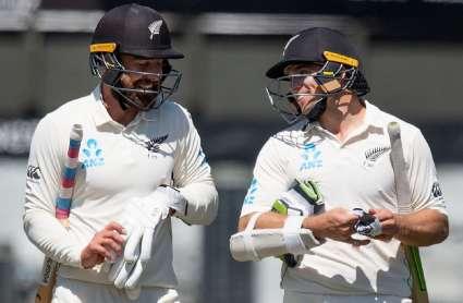 IND vs NZ 2nd Test: पहले दिन का खेल खत्म, विकेट को तरसे भारतीय गेंदबाज