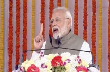 प्रधानमंत्री ने प्रयागराज में दिव्यांगों-बुजुर्गों को बांटे उपकरण, 10 प्वाइंट्स में समझें पीएम मोदी की खास बातें