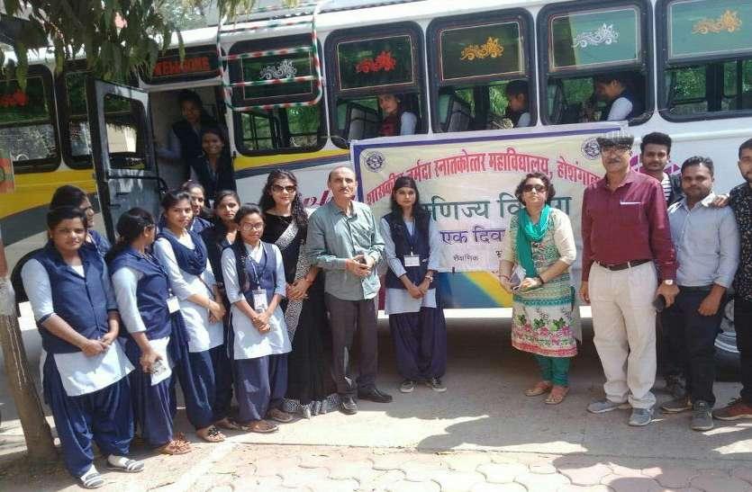 विद्यार्थियों ने किया राष्ट्रीय कामधेनु प्रजनन केंद्र का भ्रमण