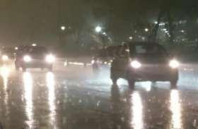 दिल्ली-एनसीआर में झमाझम बारिश, 14 फ्लाइट को किया गया डायवर्ट