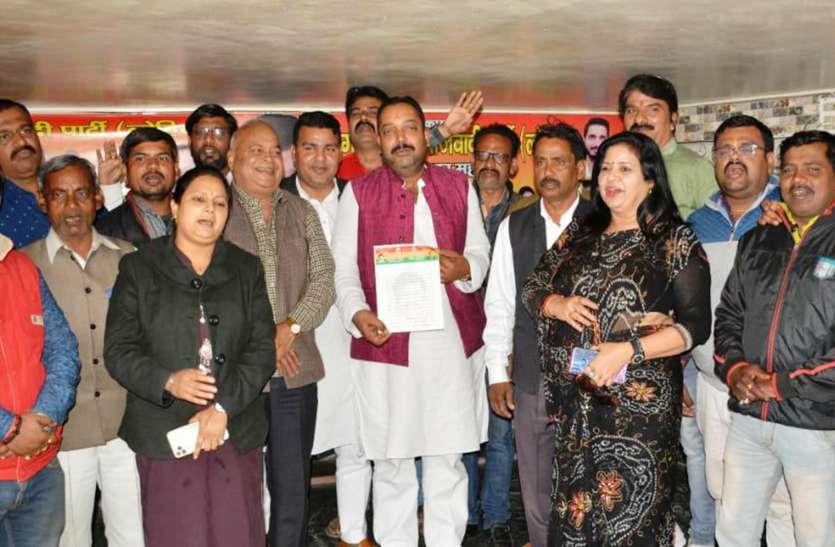 चुनाव से पहले प्रसपा की नई टीम तैयार, सपा सांसद ने सभी को सौंपी बागडोर
