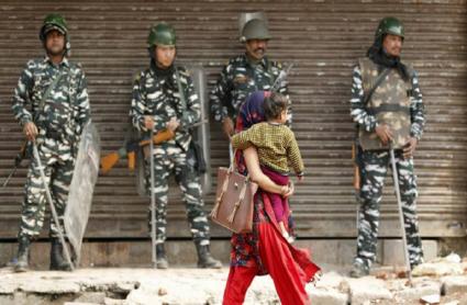 Delhi Violence: हिंसाग्रस्त इलाकों में सुरक्षाबलों ने रात भर की पेट्रोलिंग, पुलिस की हिरासत में 630 लोग