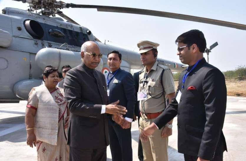 राष्ट्रपति रामनाथ कोविंद का स्वागत करने पहुंचे उच्च शिक्षा मंत्री उमेश पटेल