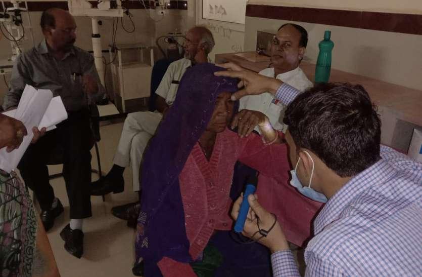 3 साल से ओटी पर ताला, उजास की आस में 210 किमी धक्के खा रहे मरीज