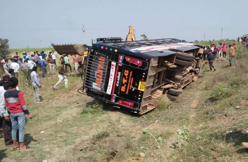 Bus overturned of full passengers in shivpuri