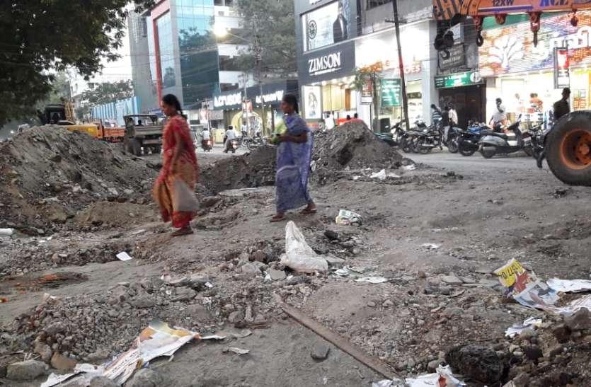 राहगीरों को परेशानी, यातायात को  डायवर्ट किया