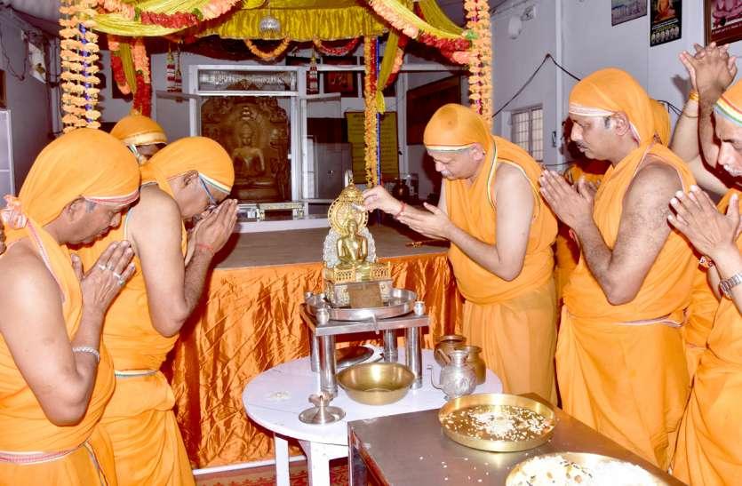भगवान महावीर स्वामी की रथ यात्रा निकली