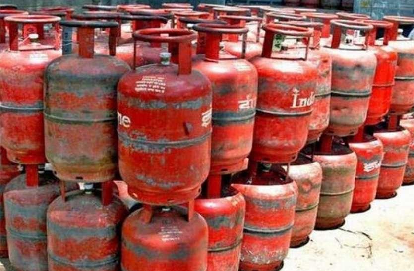 LPG Gas Cylinder: होली से पहले गैस से लोगों को मिली बड़ी राहत, 53 रुपये सस्ती हुई गैस