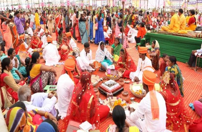 कांकेर में सामूहिक विवाह में 350 जोड़े और दंतेवाड़ा में 300 जोड़े दाम्पत्य सूत्र में बंधे
