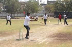 क्रिकेट और कैरम टूर्नामेंट : एमपीईबी, बैंकर्स एसोसिएशन, कोषालय ने जीते मैच