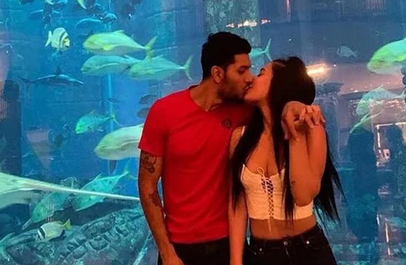 Tiger Shroff की बहन ने खुलेआम ब्वॉयफ्रेंड संग की ऐसी हरकत, इंटरनेट पर खूब वायरल हो रही Photo