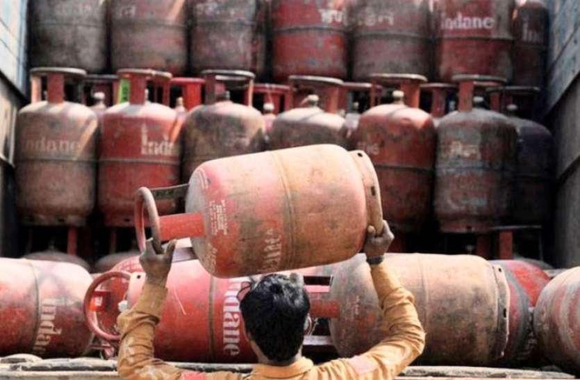 LPG Price: होली से पहले आम लोगों को बड़ी राहत, गैस सिलेंडर के दाम 52 रुपए हुए कम