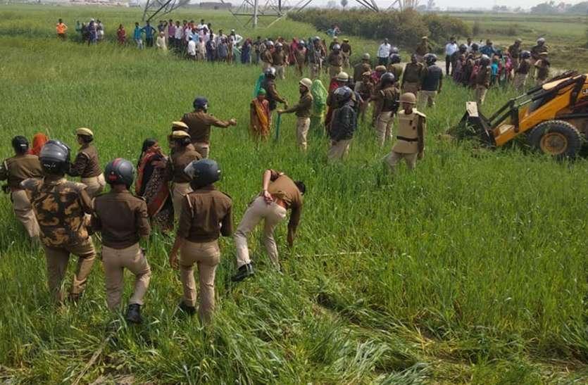 किसानों पर हुआ लाठीचार्ज, खड़ी फसल पर जेसीबी चलाए जाने का कर रहे थे विरोध