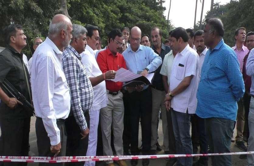 Drm visit: डीआरएम के आश्वासन पर फिदा हो गए लोग