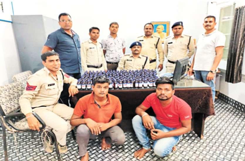 नशीली सिरप खपाने जा रहे दो आरोपी गिरफ्तार, पुलिस ने जप्त किया 240 शीशी माल