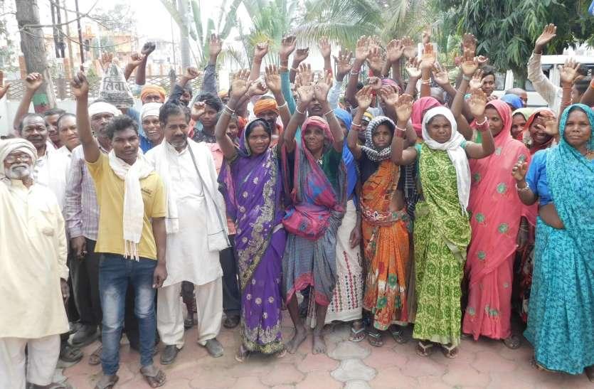 नारकीय जीवन से मुक्ति दिलाने ग्रामीणों ने लगाई गुहार