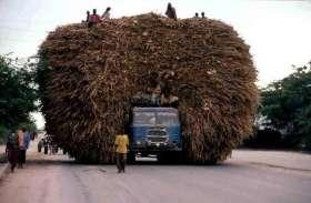 भारी वाहनों की वजह से राजमार्ग पर भी जगह-जगह हो रहे हैं गड्ढे