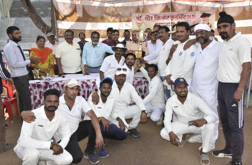 विवि की टीम को 100 रन से हराकर स्कूल शिक्षा ने किया गौर टूर्नामेंट पर कब्जा