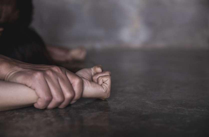 6 महीने तक लड़की से करता रहा दुष्कर्म तो नाबालिग हुई प्रेगनेंट, पीड़िता ने लगाई इच्छामृत्यु की गुहार