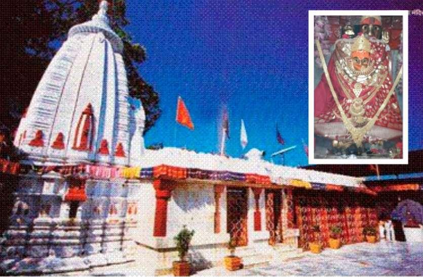 कोरोना वायरस के कारण नवरात्रि के पहले दिन महामाया मंदिर में सिर्फ पुजारी ने की पूजा