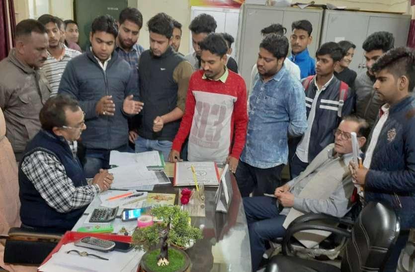 छात्रा से छेड़छाड़ मामले ने पकड़ा तूल, ABVP ने आरोपी बसपा नेता के खिलाफ खोला मोर्चा