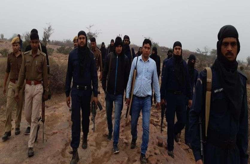 Dholpur : डकैतों की तलाश में बीहड़ों की खाक छानी