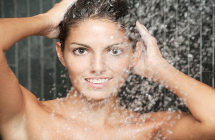 Bathing Benefits: स्किन केयर थैरेपी है नहाना, जानिए इसके फायदाें के बारे में