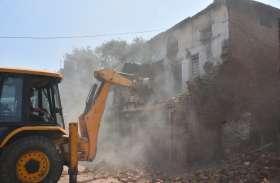 पाटनी धर्मशाला में गिराया पुराना जर्जर भवन