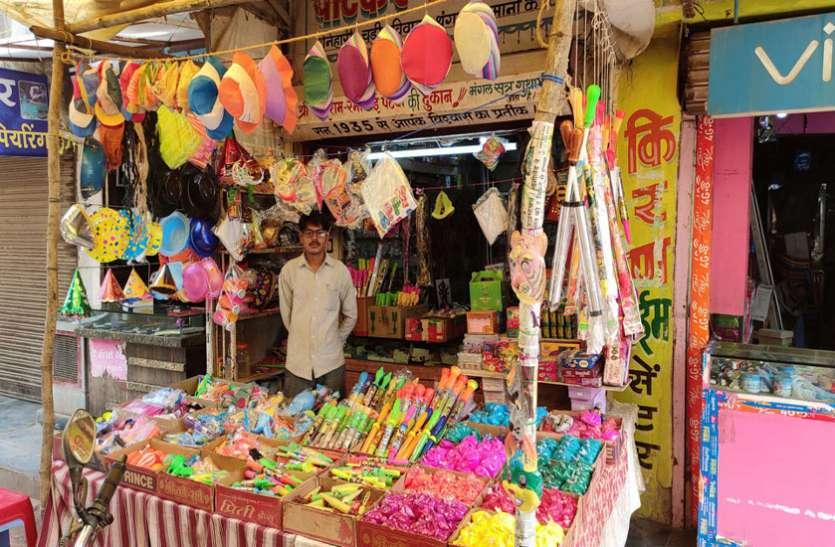 होली के बाजार से चाइना की पिचकारी, रंग-गुलाल गायब