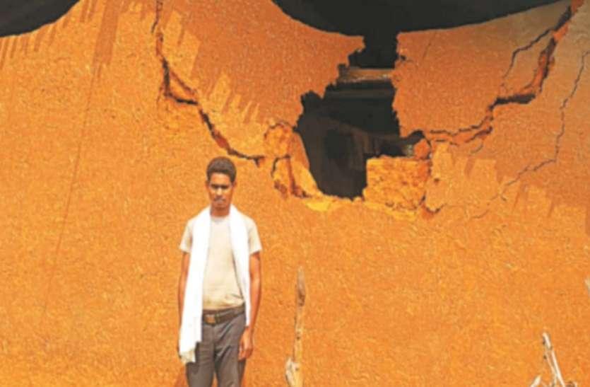 आधी रात आ धमका हाथी, दो भाइयों के घर तोडकऱ चट कर गया सारा अनाज