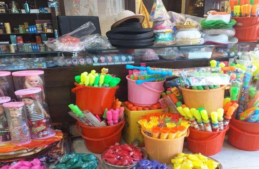 बाजार से चाइनीज रंग व पिचकारी गायब, मेड इन इंडिया के रंग में रंगा होली का बाजार
