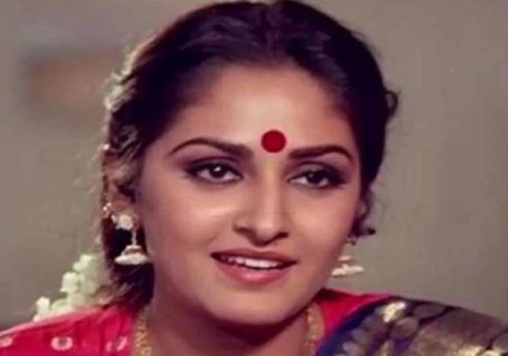 मशहूर अभिनेत्री व भाजपा की बड़ी नेता के खिलाफ नॉन बेलेबल वॉरंट