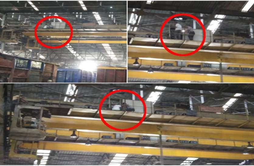 रेलवे कारखाने में बड़ा हादसा, खुले आम उड़ रही सुरक्षा व्यवस्था की धज्जियां, बिना सेफ्टी किट काम करने को कर्मचारी मजबूर