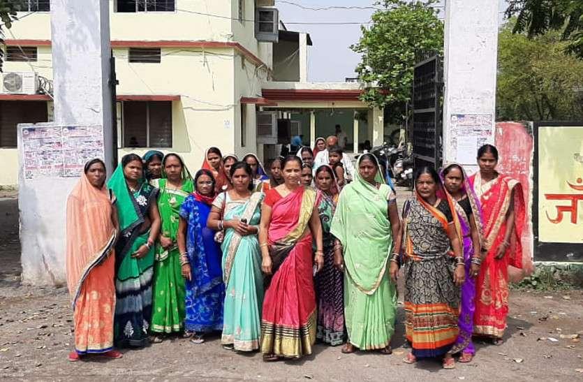 इस वार्ड की महिलाओं ने पानी निकासी की समस्या को लेकर सीएमओ को सौंपा ज्ञापन, कहा...