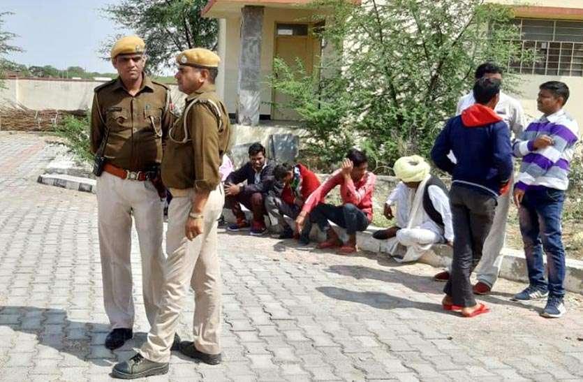 पेड़ पर झूलता मिला युवक का शव, पुलिस ने किया हत्या का मामला दर्ज