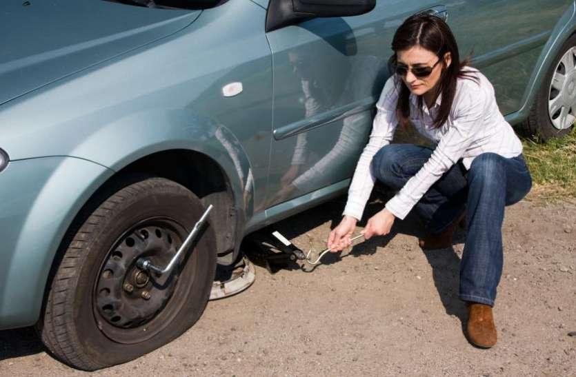 Women's day Spl: इन टूल्स की मदद से महिलाएं खुद चेंज कर सकती हैं पंक्चर टायर, नहीं पड़ेगी मैकेनिक की जरूरत
