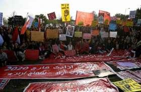 अंतर्राष्ट्रीय महिला दिवस: PAK में महिलाओं के साथ सितम, 'औरत मार्च' पर पथराव से कई घायल