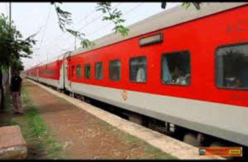 Indian railway: यात्रियों को इस ट्रेन में परोसा जाएगा गुजराती खाना